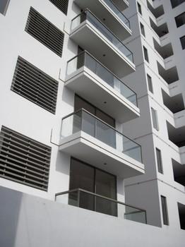 Barandas y balcones corporaci n huaman for Barandales de aluminio blanco